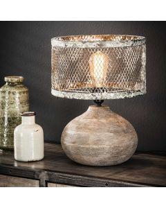 Tafellamp massief houten bolle voet en een kap van verweerd gaas lamp aan