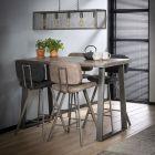 Industriele bartafel 135 x 70 vergrijst mangohout met trapezevormig onderstel